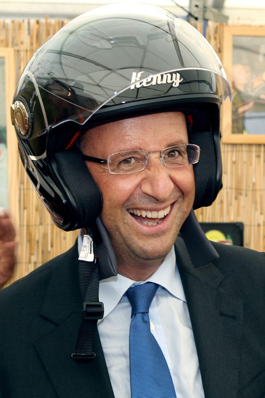 l u0026 39 homme au scooter   en images   fran u00e7ois hollande dans