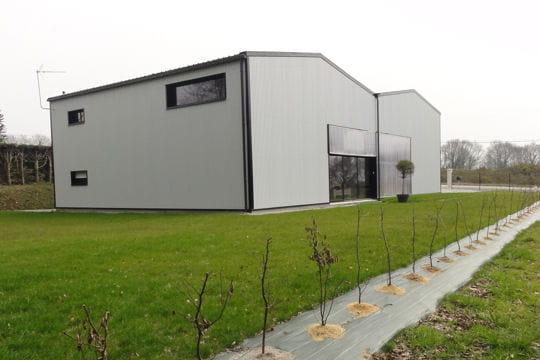 La maison termin e une maison loft dans un hangar linternaute - Maison dans hangar metallique ...
