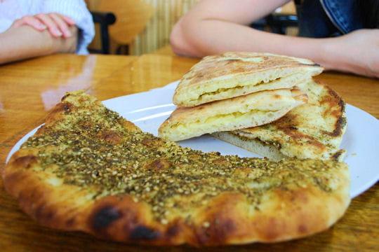 Au liban le mannouch au thym tour du monde des petits for Arabic cuisine history