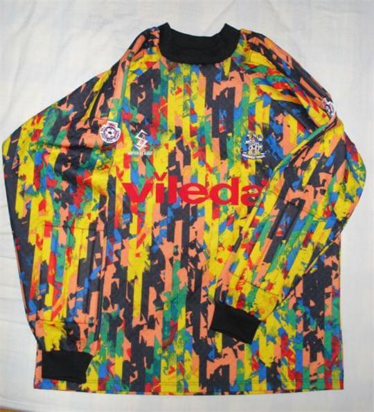1617879-maillot-d-huddersfield-en-1993.j