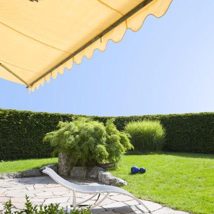poser un store banne pour terrasse linternaute. Black Bedroom Furniture Sets. Home Design Ideas