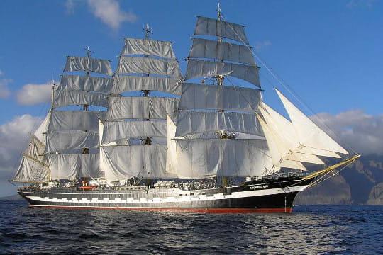 Sous le nom de padua, est le deuxième plus grand voilier du monde