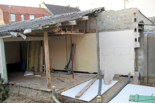 La d molition partielle de la maison une cabane de p cheur transform e en m - Jeux de demolition de maison ...