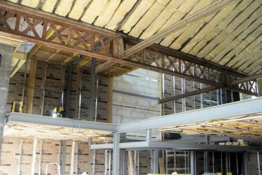 L 39 isolation du loft cr ation d 39 un loft dans une ancienne usine de t - Isolation hangar agricole ...
