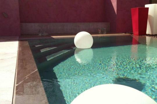 Une piscine effet miroir 25 piscines et spas for Piscine reflea