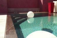 Des piscines et toit et toit fleur for Kit piscine miroir