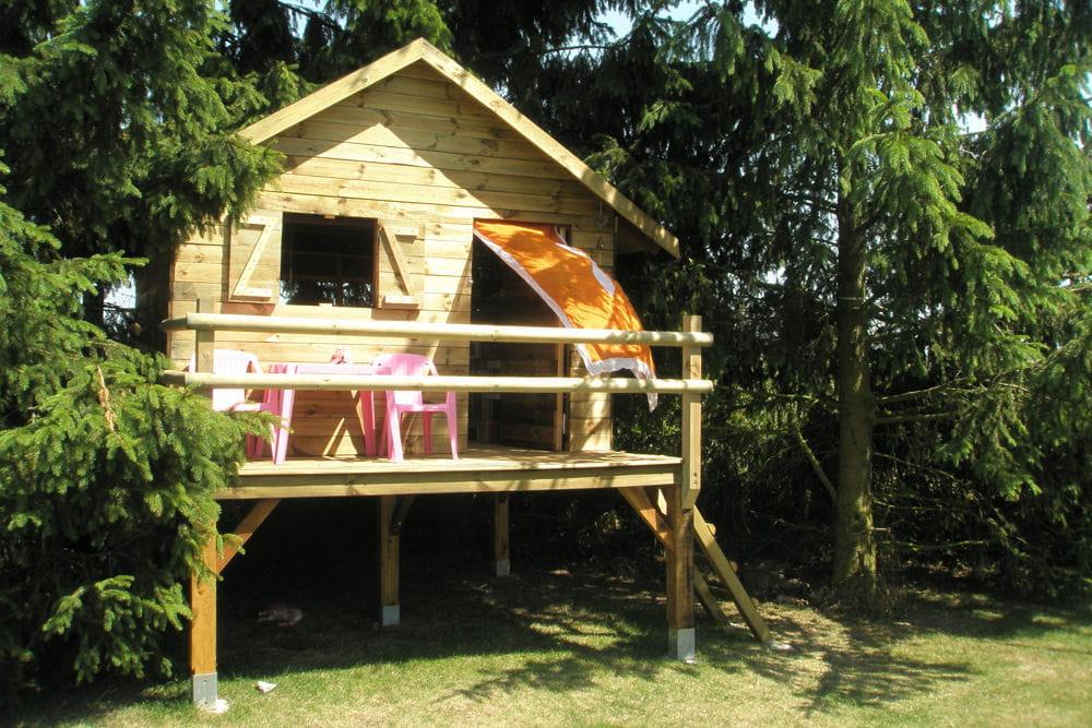 une cabane en bois. Black Bedroom Furniture Sets. Home Design Ideas