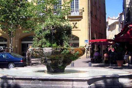 Aix-en-Provence : Fontaine des neufs canons