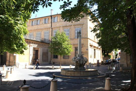 Aix-en-Provence : Place des Quatre-Dauphins