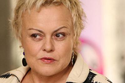 Muriel robin un mariage avec sa compagne anne le nen for Muriel robin le salon de coiffure