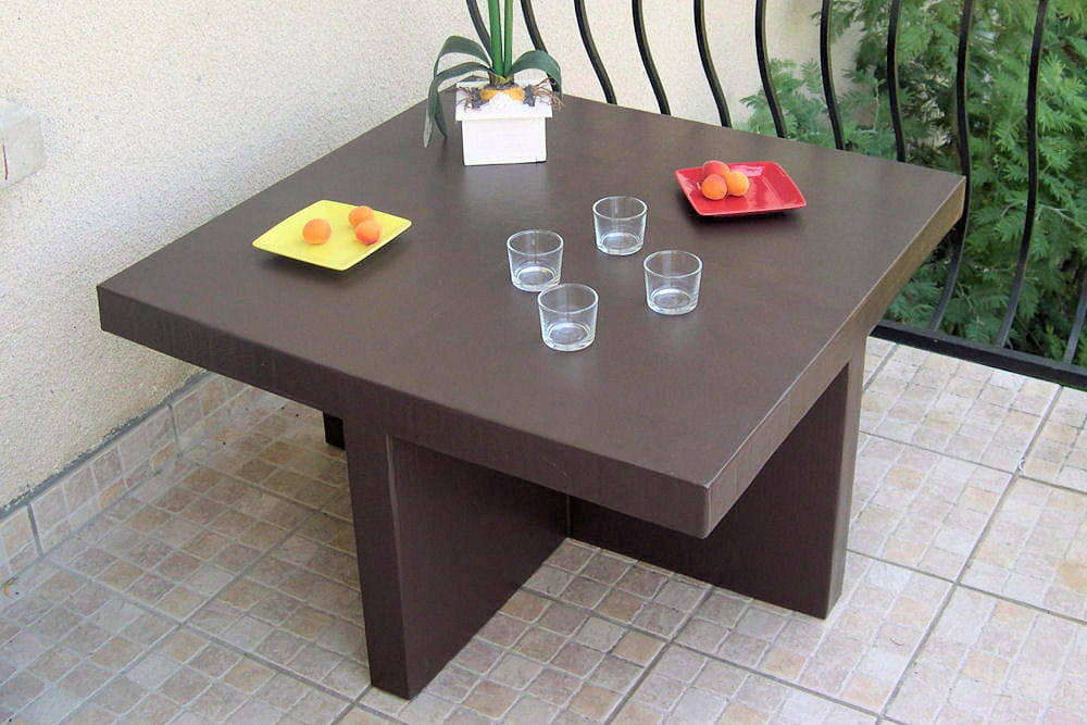 une table basse 15 meubles en carton fabriqu s par les lecteurs linternaute. Black Bedroom Furniture Sets. Home Design Ideas
