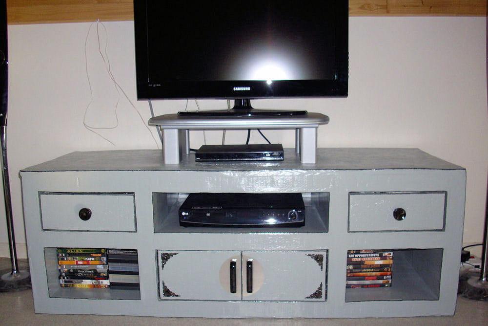 un meuble tv 15 meubles en carton fabriqu s par les lecteurs linternaute. Black Bedroom Furniture Sets. Home Design Ideas