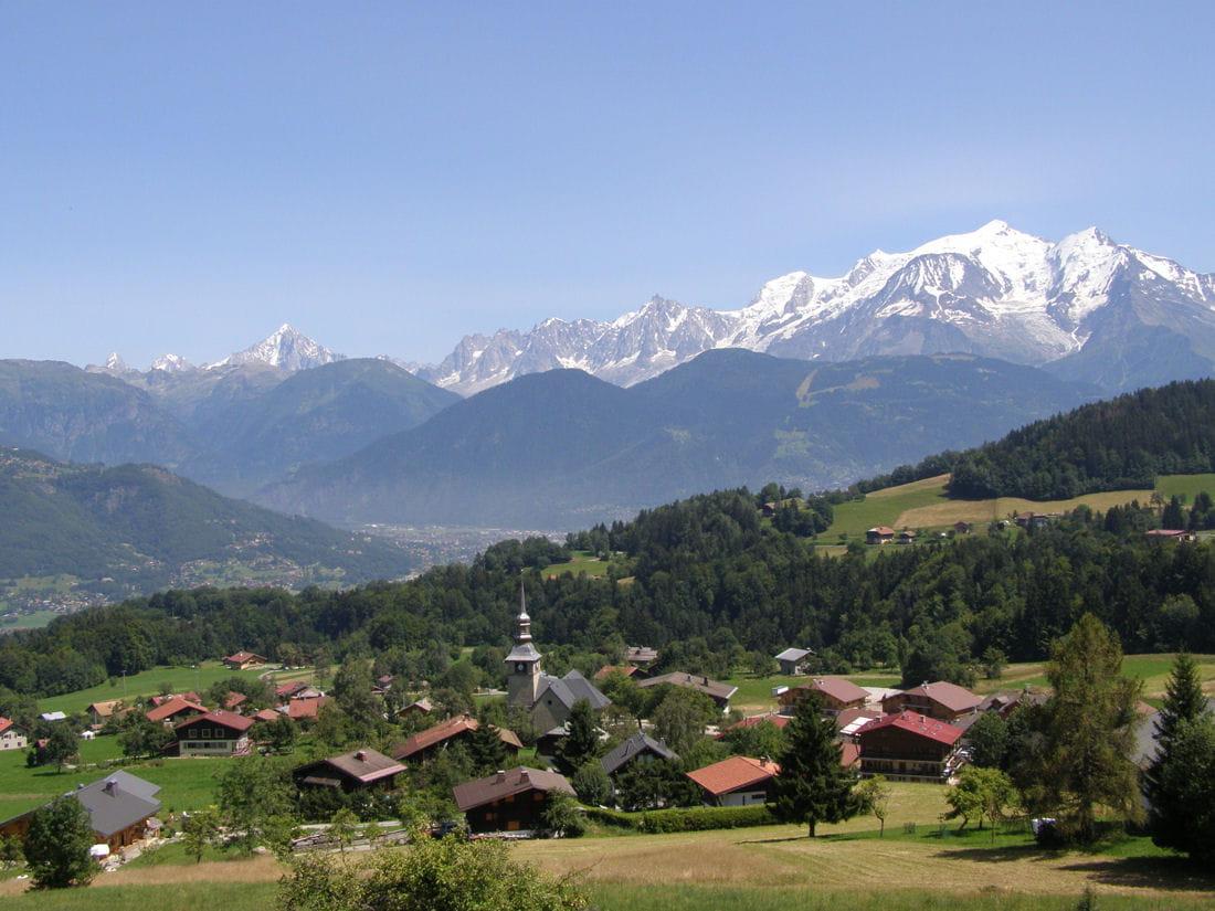 cordon balcon du mont blanc les plus beaux villages des alpes linternaute. Black Bedroom Furniture Sets. Home Design Ideas