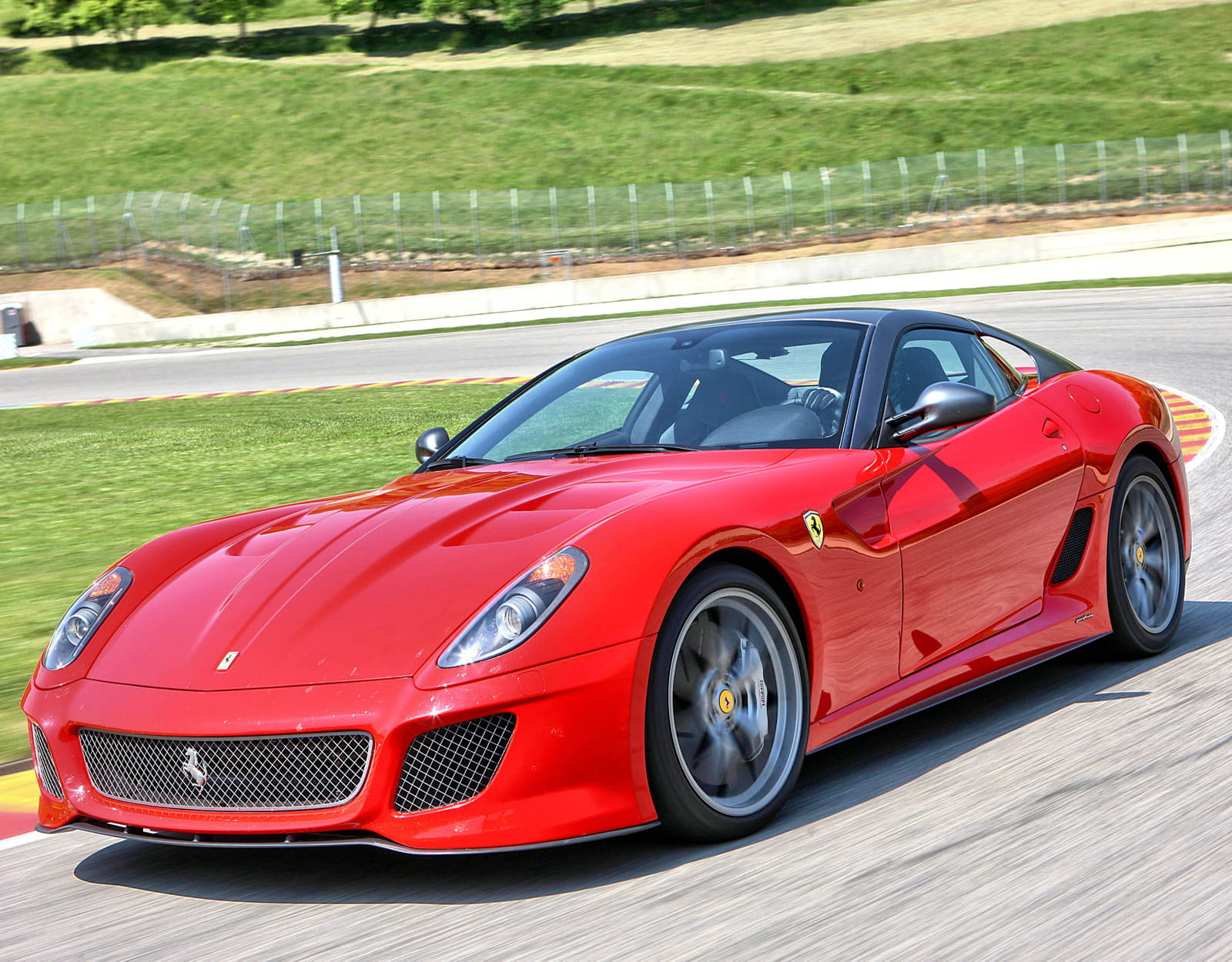 ferrari 599 gto 335 km h les voitures les plus rapides du monde linternaute. Black Bedroom Furniture Sets. Home Design Ideas
