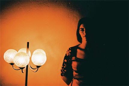 le portrait en int rieur comment prendre de belles photos de nuit linternaute. Black Bedroom Furniture Sets. Home Design Ideas