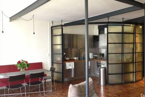 un loft new yorkais dans le xe arrondissement de paris. Black Bedroom Furniture Sets. Home Design Ideas