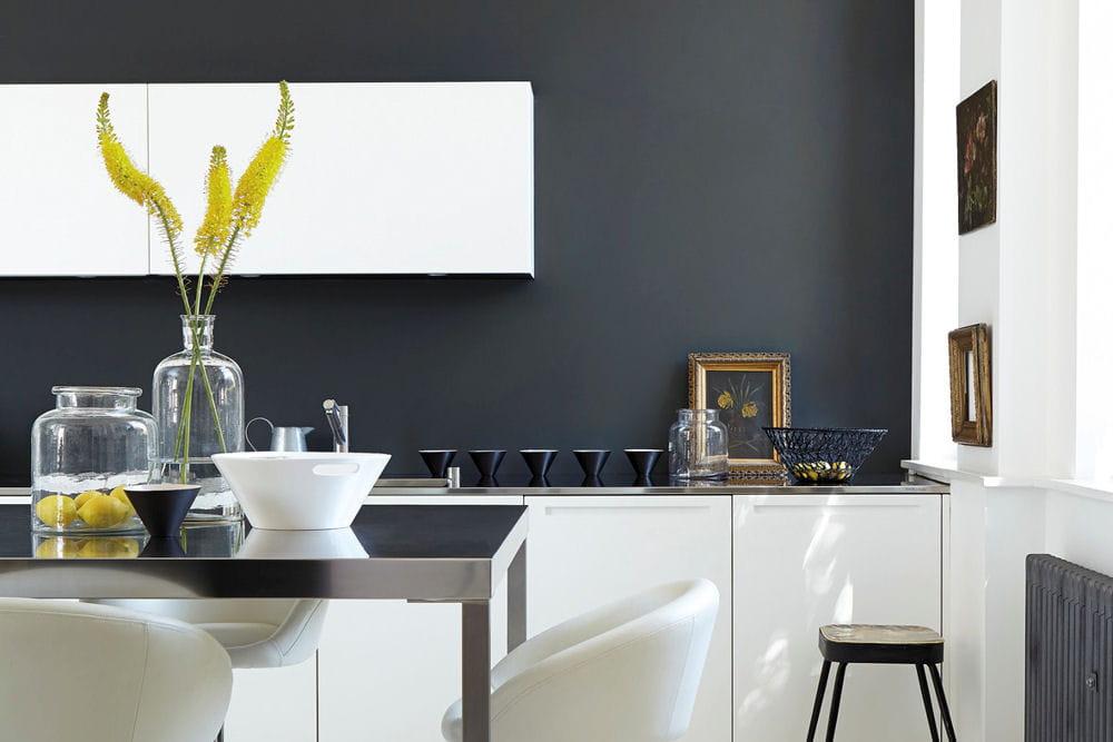 nuances de gris 20 peintures pour mettre de la couleur dans la maison linternaute. Black Bedroom Furniture Sets. Home Design Ideas