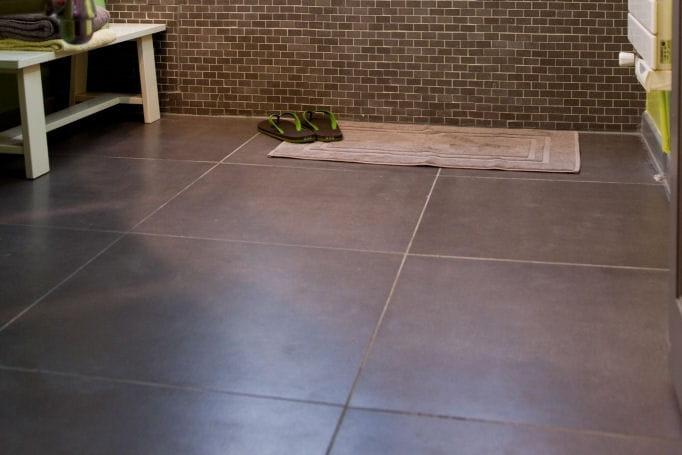 Apr s un sol carrel avant apr s une salle de bains - Peindre un sol carrele ...