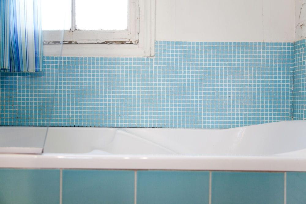 Avant  la faïence  Avantaprès  une salle de bains