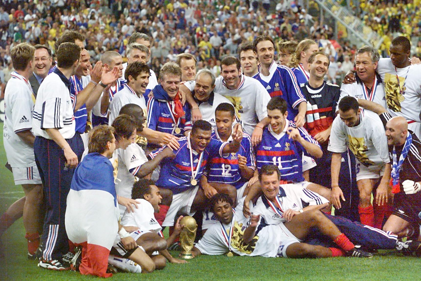 Les bleus champions du monde en 1998 vos plus grands moments du sport fran ais linternaute - Coupe du monde foot 1998 ...