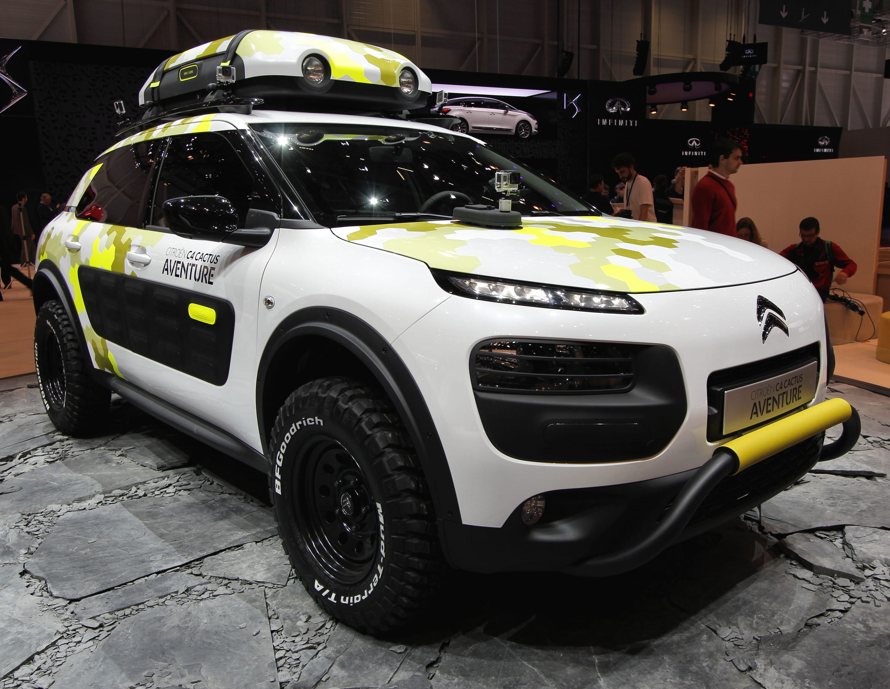 citroen c4 cactus aventure avant salon de gen ve 2014 les nouveaut s fran aises linternaute. Black Bedroom Furniture Sets. Home Design Ideas