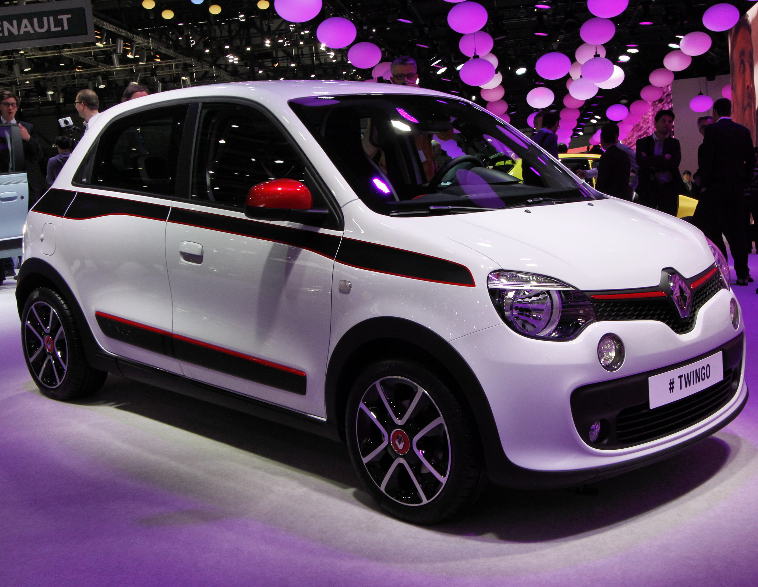 2015 rs twingo release date price and specs. Black Bedroom Furniture Sets. Home Design Ideas