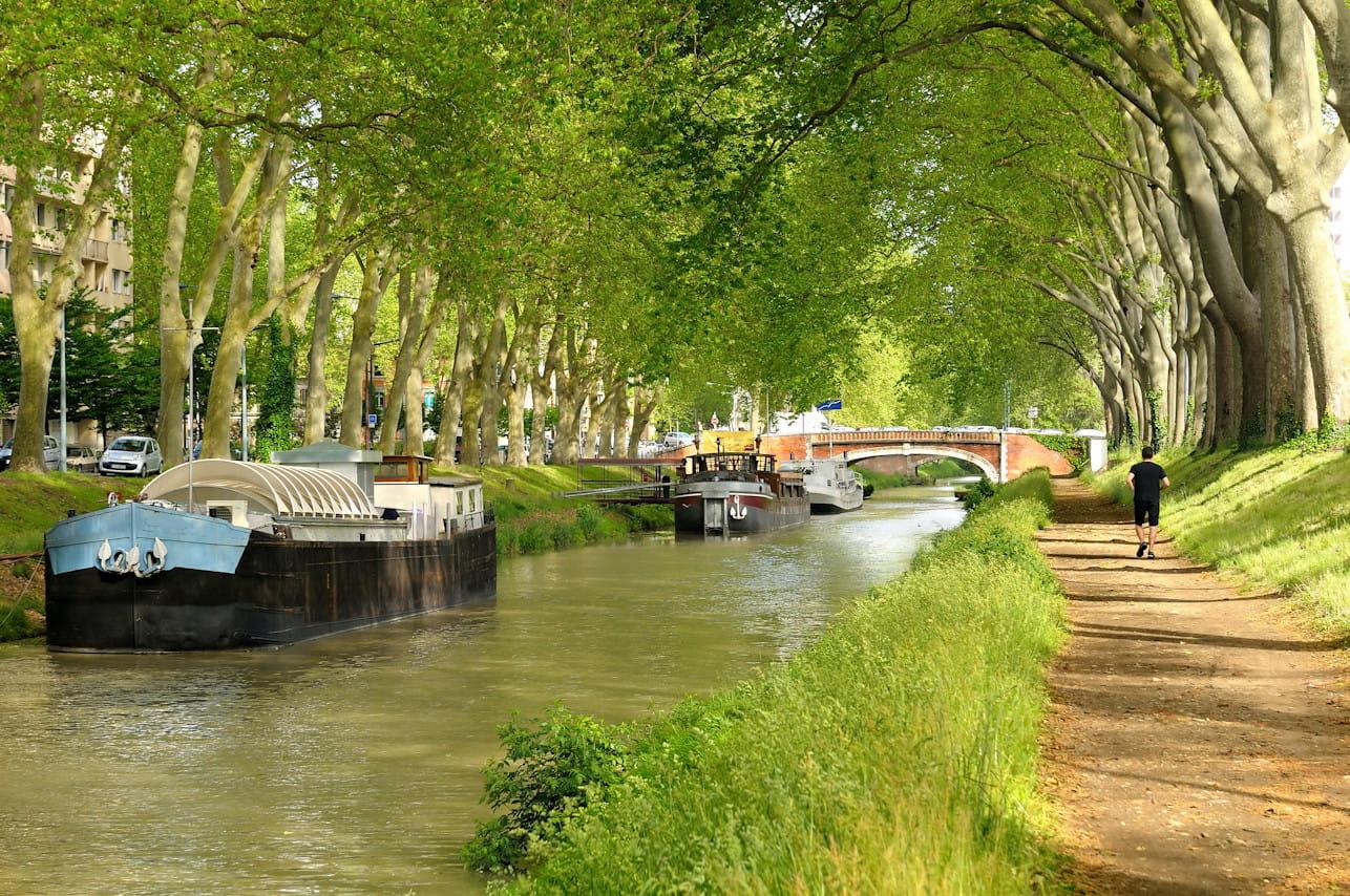 2052109-le-canal-du-midi-en-france