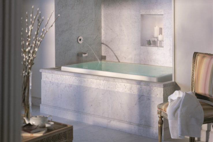 une baignoire d bordement. Black Bedroom Furniture Sets. Home Design Ideas