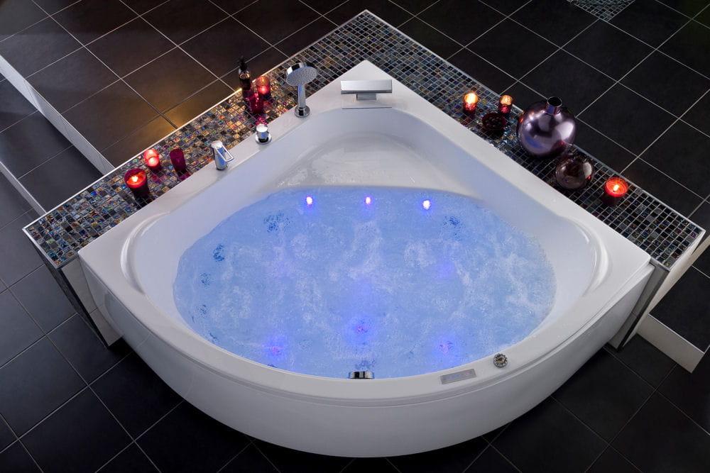 Une baignoire spacieuse faites entrer la baln o dans votre salle de bains linternaute - Baignoire balneotherapie ...
