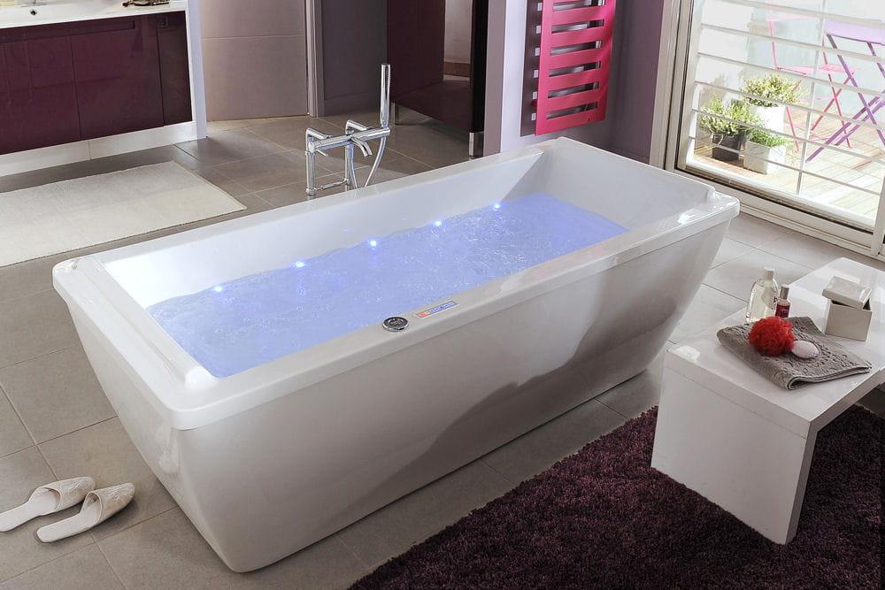 une baignoire baln o la carte faites entrer la baln o dans votre salle de bains linternaute. Black Bedroom Furniture Sets. Home Design Ideas