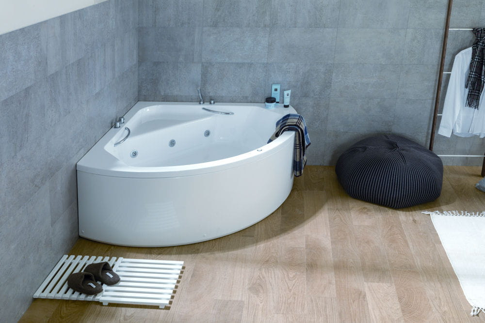 Une baignoire baln o pour petite salle de bains for Baignoire balneo petite dimension