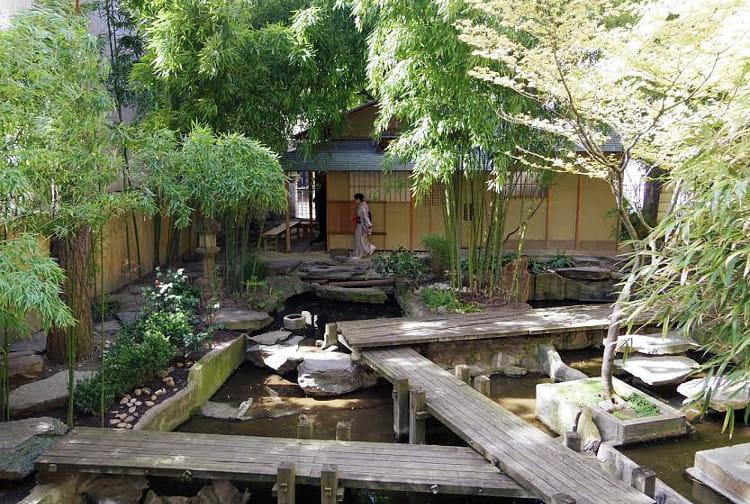 un jardin zen venu tout droit du japon. Black Bedroom Furniture Sets. Home Design Ideas