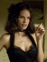 http://www.linternaute.com/cinema/star-cinema/dossier/belles-mais-dangereuses-ces-actrices-qui-ont-joue-les-mechantes/image/471984-hilary-swank-madeleine-linscott-dans-le-dahlia-noir-cinema-stars-2079906.jpg