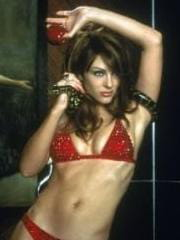 http://www.linternaute.com/cinema/star-cinema/dossier/belles-mais-dangereuses-ces-actrices-qui-ont-joue-les-mechantes/image/472202-liz-hurley-le-diable-dans-endiable-cinema-stars-2079956.jpg