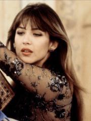 http://www.linternaute.com/cinema/star-cinema/dossier/belles-mais-dangereuses-ces-actrices-qui-ont-joue-les-mechantes/image/monde-ne-suffit-pas-1999-25-g-cinema-stars-2079977.jpg