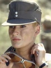 http://www.linternaute.com/cinema/star-cinema/dossier/belles-mais-dangereuses-ces-actrices-qui-ont-joue-les-mechantes/image/471882-alison-doody-dr-elsa-schneider-dans-indiana-jones-et-la-derniere-croisade-cinema-stars-2080010.jpg