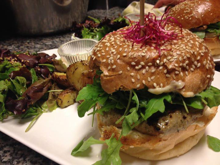 meilleur burger de lille la dinette les meilleurs burgers des grandes villes linternaute. Black Bedroom Furniture Sets. Home Design Ideas