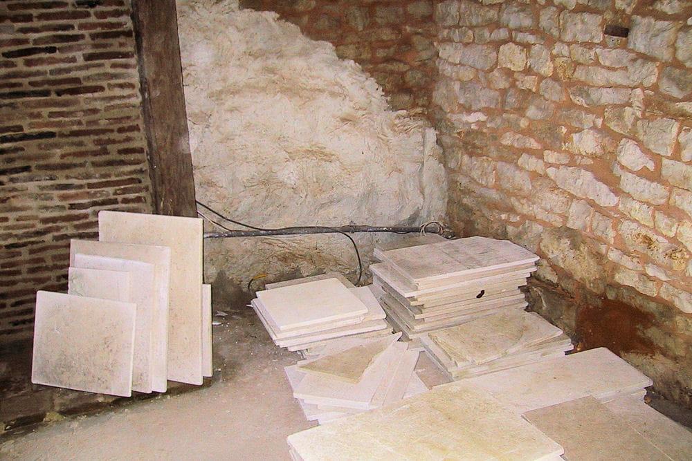 un sol en pierre naturelle une jolie maison en pierre r nov e dans le lot linternaute. Black Bedroom Furniture Sets. Home Design Ideas