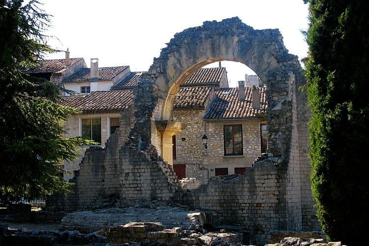 le th tre antique de vaison la romaine les lieux mythiques de la provence linternaute. Black Bedroom Furniture Sets. Home Design Ideas