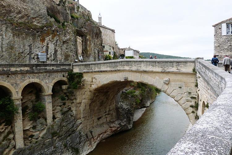 Le pont romain de vaison la romaine au pied du mont - Office du tourisme de vaison la romaine ...