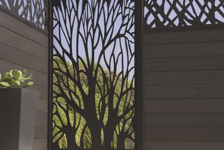 terrasse avec panneau occultant m tallique en acier. Black Bedroom Furniture Sets. Home Design Ideas