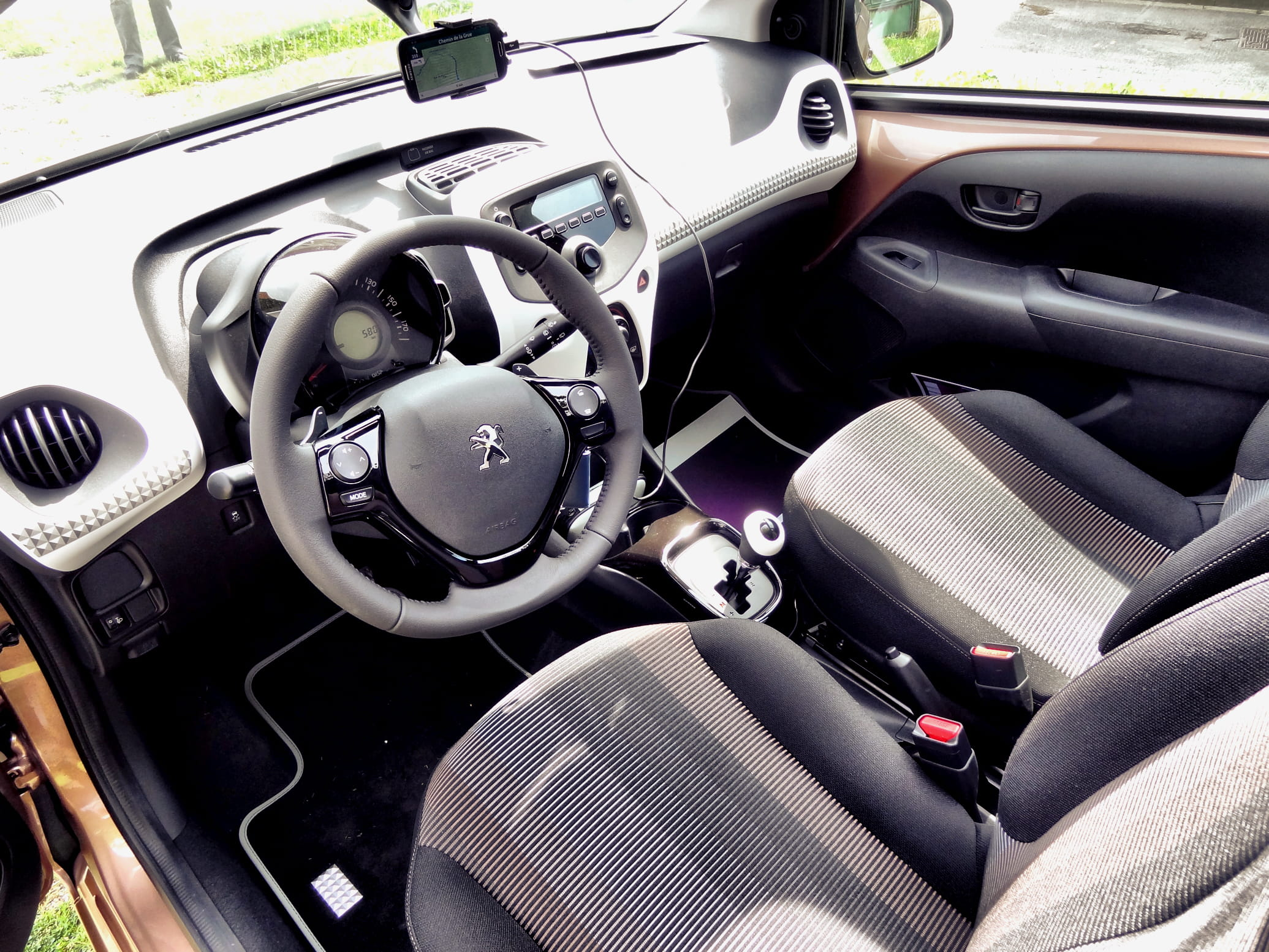 Int rieur en progression mais encore perfectible essai for Interieur peugeot 108