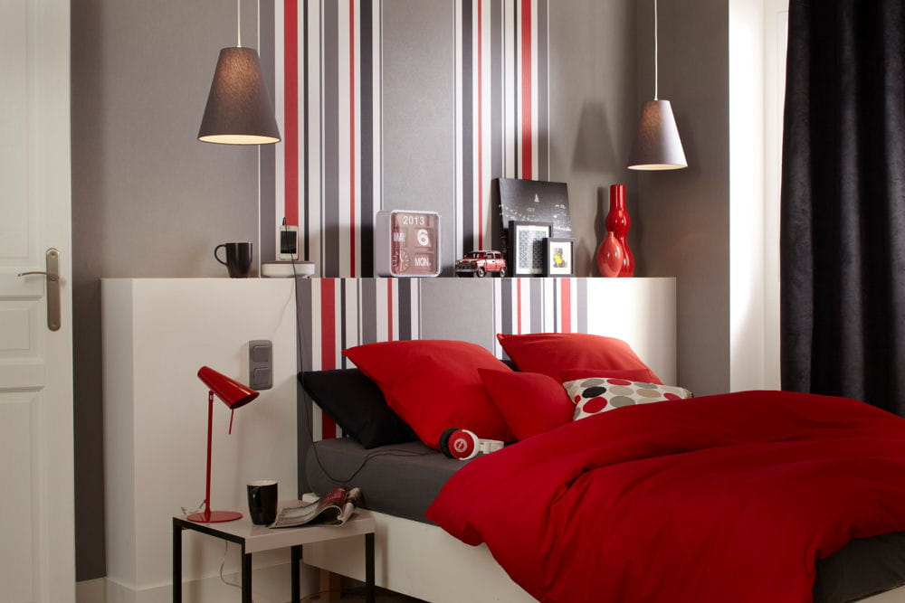 des rayures en guise de t te de lit. Black Bedroom Furniture Sets. Home Design Ideas