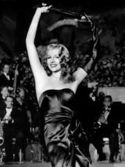 http://www.linternaute.com/cinema/magazine/100-looks-mythiques-du-cinema/image/gilda-1946-03-g-cinema-magazine-2253943.jpg
