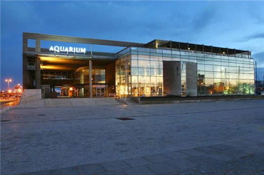 Ext rieur de l 39 aquarium l 39 aquarium de la rochelle for Aquarium exterieur