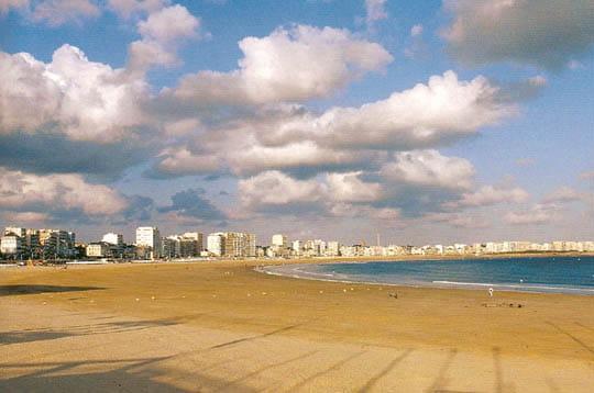 Les sables d 39 olonne la ville oc an linternaute for Piscine sables d olonne