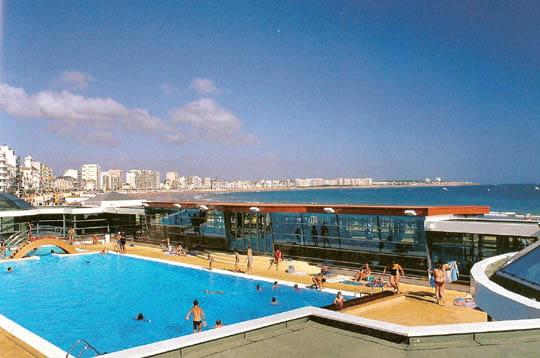 Piscine d 39 eau de mer les sables d 39 olonne la ville oc an for Eau de piscine
