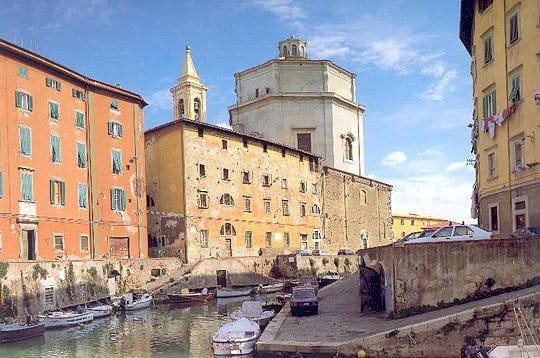 http://www.linternaute.com/voyage/magazine/photo/toscane-360/image/livourne-230886.jpg