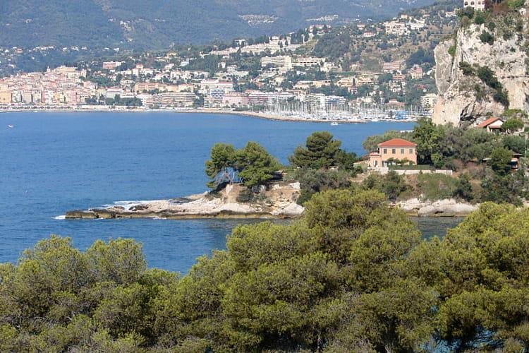 Menton entre mer et jardins un t sur la c te d 39 azur - La cremaillere cote mer et hotel cote jardin ...