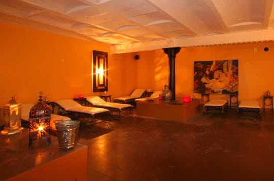 La salle de repos l 39 ouverture du hammam du lieu unique for Salle repos